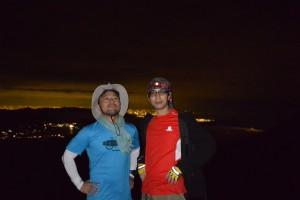 富士山からの夜景をバックに
